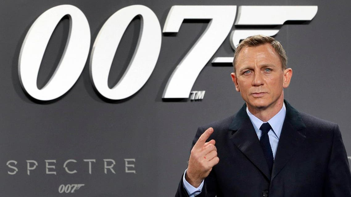 Actor Daniel Craig poses for the media as he arrives for the German premiere of the James Bond movie 'Spectre' in Berlin, Germany. (AP)