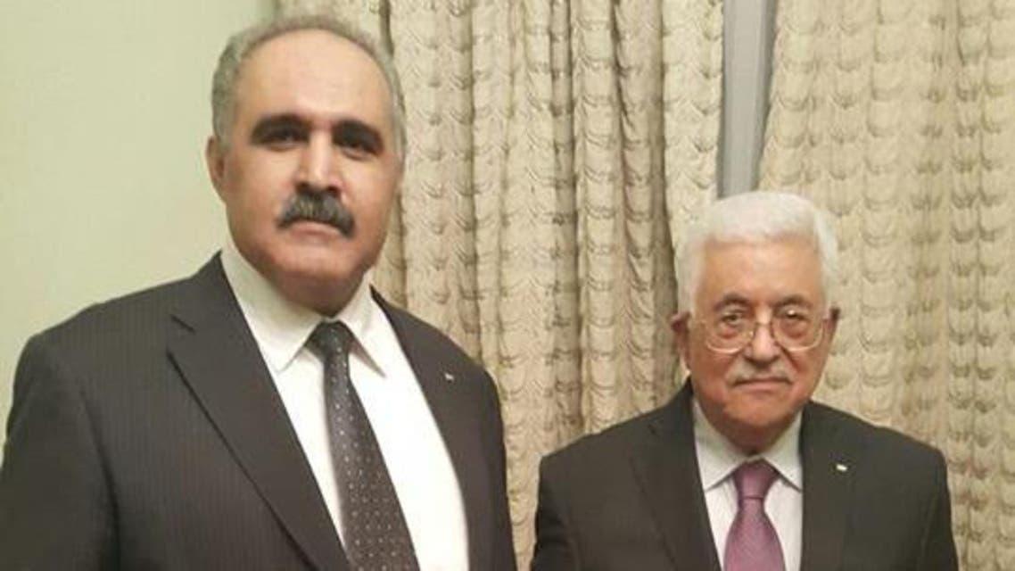 الرئيس الفلسطيني محمود عباس مع السفير حازم أبو شنب