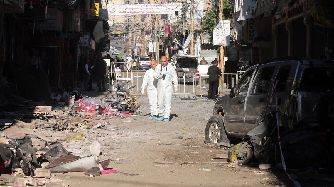 محققو الشرطة يجمعون الأدلة من مكان الانفجار بيروت برج البراجة الضاحية الجنوبية لبنان