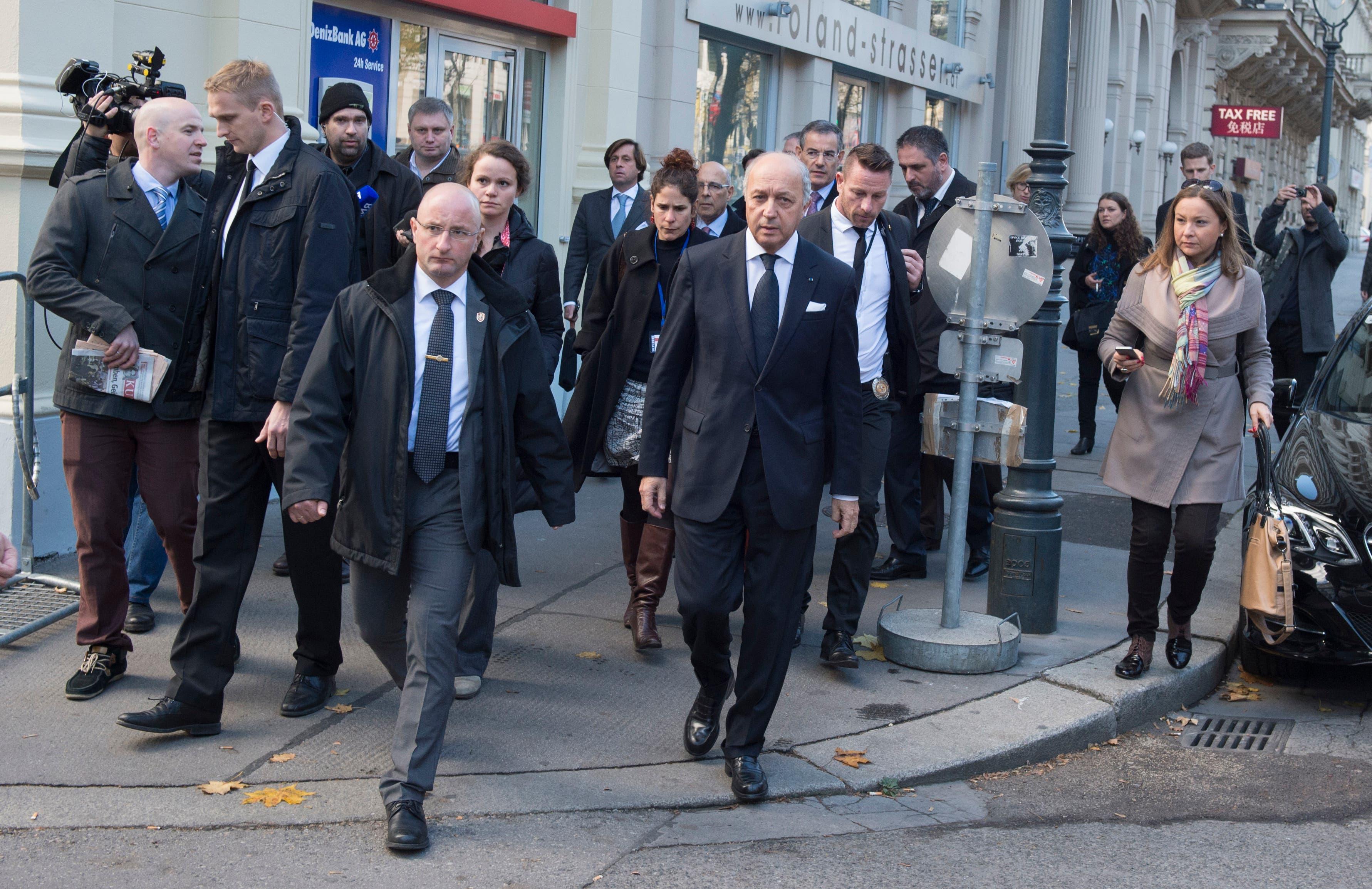 وزير الخارجية الفرنسي لوران فابيوس لدى وصوله الى المؤتمر فيينا