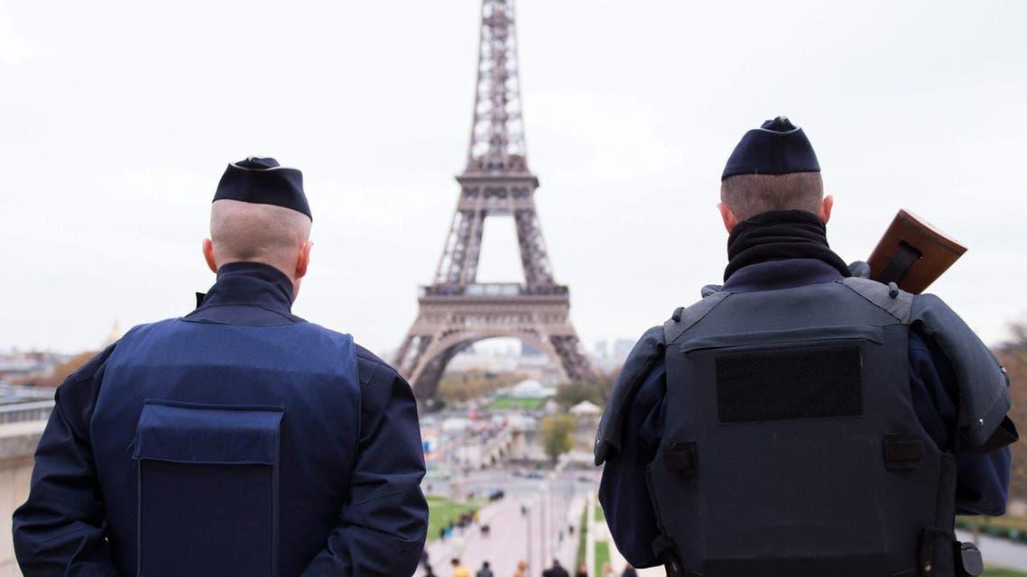 الشرطة الفرنسية في محيط برج ايفيل في باريس