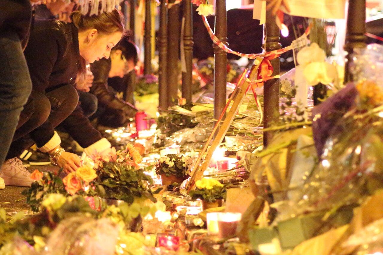 Paris attack mourners place de la republique (Asma Ajroudi/ Al Arabiya News)