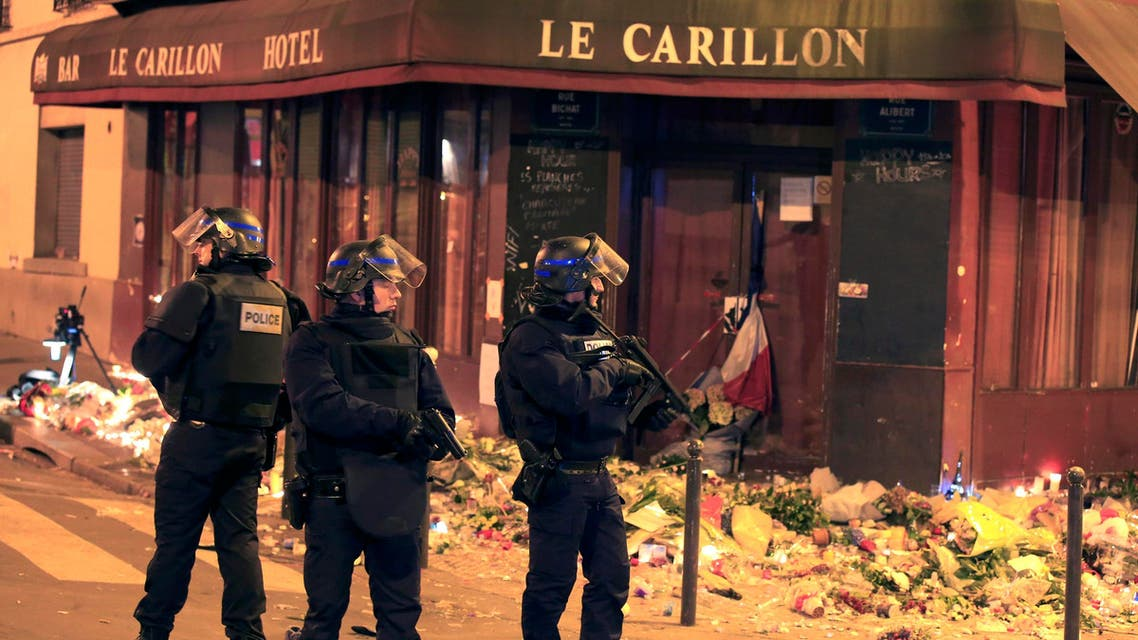 Police react to a suspicious vehicle near La Carillon restaurant following a series of deadly attacks in Paris. (Reuters)