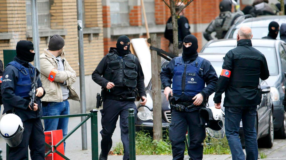 Belgian police stage a raid, in search of suspected muslim fundamentalists linked to the deadly attacks in Paris, in the Brussels suburb of Molenbeek, November 16. 2015. REuters