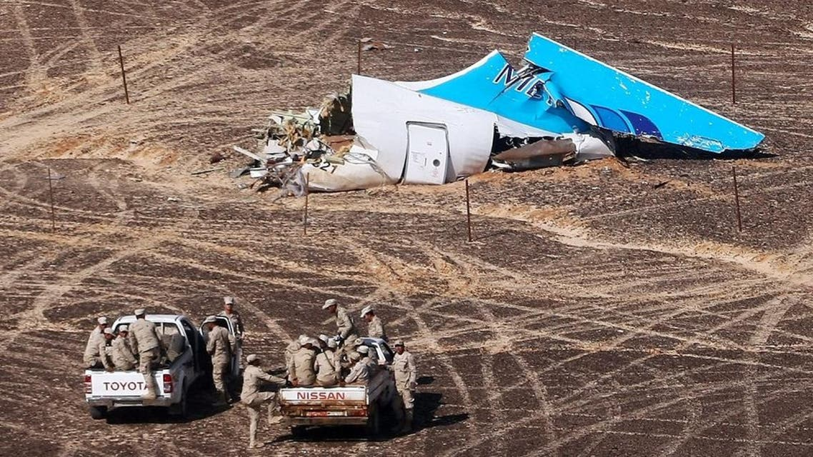 Russian Emergency Situations Ministry, Egyptian Military on cars approach a plane's tail at the wreckage of a passenger jet bound for St. Petersburg in Russia that crashed in Hassana, Egypt. (File photo: AP)