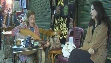 مسنة مصرية تغني لطلال مداح ومحمد عبده