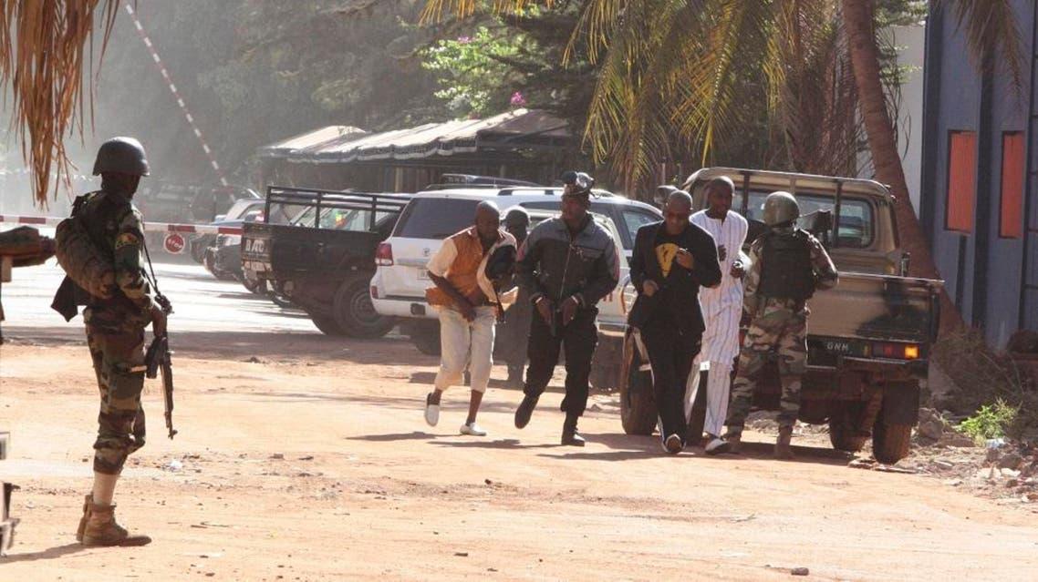 People run to flee from the Radisson Blu Hotel in Bamako, Mali, Friday, Nov. 20, 2015. (AFP)