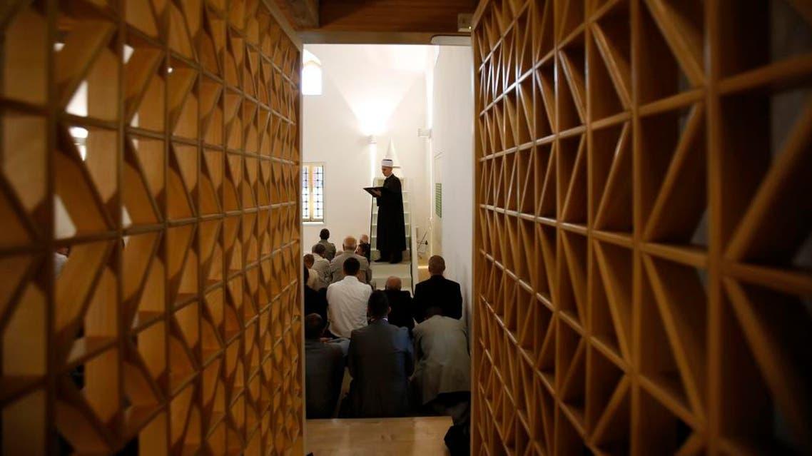 Bosnian Muslim Imam Merim Djulovic conducts Eid al-Adha prayers at Gazi Turalibeg mosque in Tuzla, 120 kilometers north of Sarajevo, Bosnia. (File photo: AP)