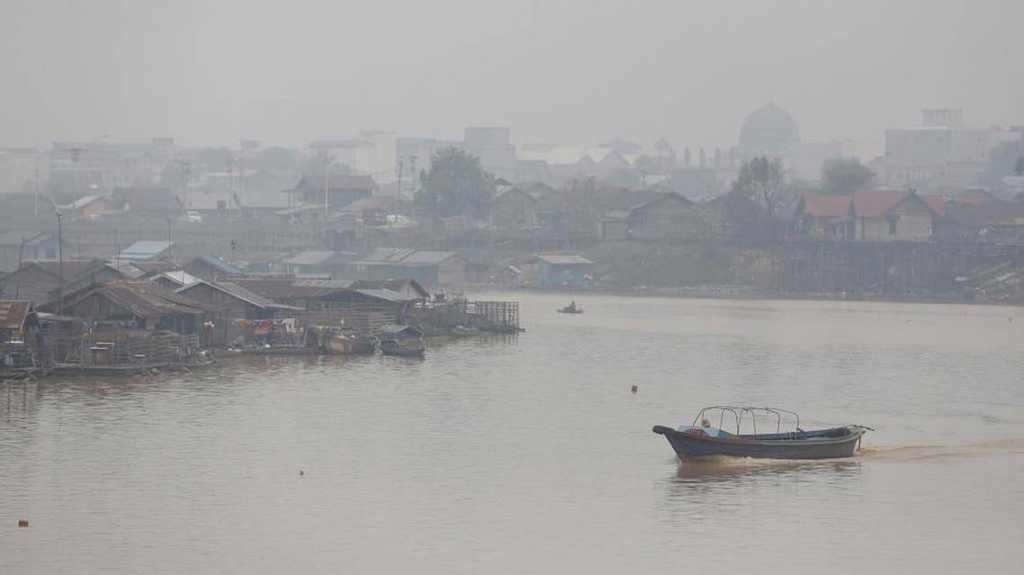 A boat crosses the Kahayan River after intermittent rainfall over the last few days cleared away the heavy haze which blanketed the city of Palangkaraya, Central Kalimantan, Indonesia October 29, 2015. Indonesia's weather agency failed to predict that the effects of the El Nino weather phenomenon this year would be worse than in 1997, a senior minister said on Wednesday, as the government considers declaring a national emergency due to forest fires. The fires raging across the archipelago have created a haze that has blanketed much of Southeast Asia in recent months and, according to authorities, have left more than half a million Indonesians suffering from respiratory ailments.REUTERS/Darren Whiteside