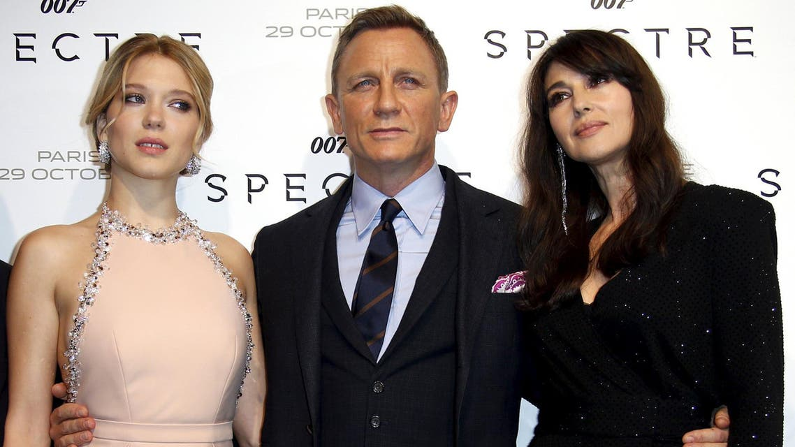"""Actors Lea Seydoux, Daniel Craig and Monica Bellucci (L-R) pose for photographers on the red carpet at the French premiere of the new James Bond 007 film """"Spectre"""" in Paris, France, October 29, 2015."""