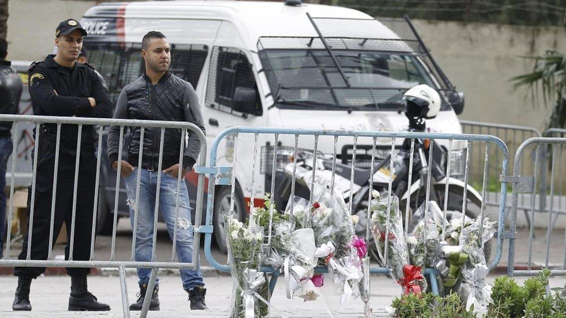 A Tunisian policeman stands guard near the scene of a suicide bomb attack in Tunis, Tunisia November 25, 2015. (Reuters)