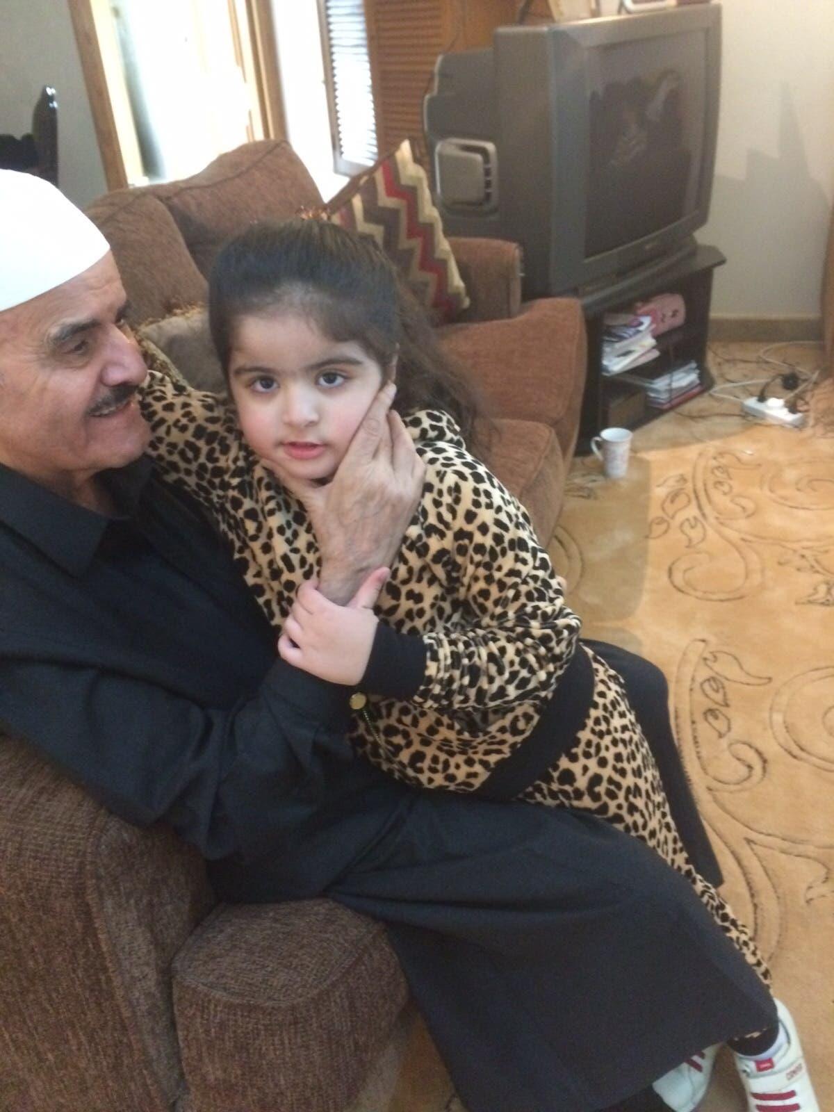 السديري مع حفيدته (العنود)