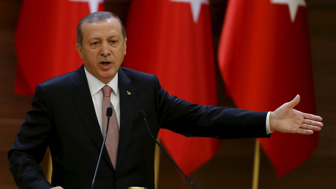 Turkish President Tayyip Erdogan makes a speech during his meeting with mukhtars at the Presidential Palace in Ankara, Turkey, November 26, 2015. (Reuters)