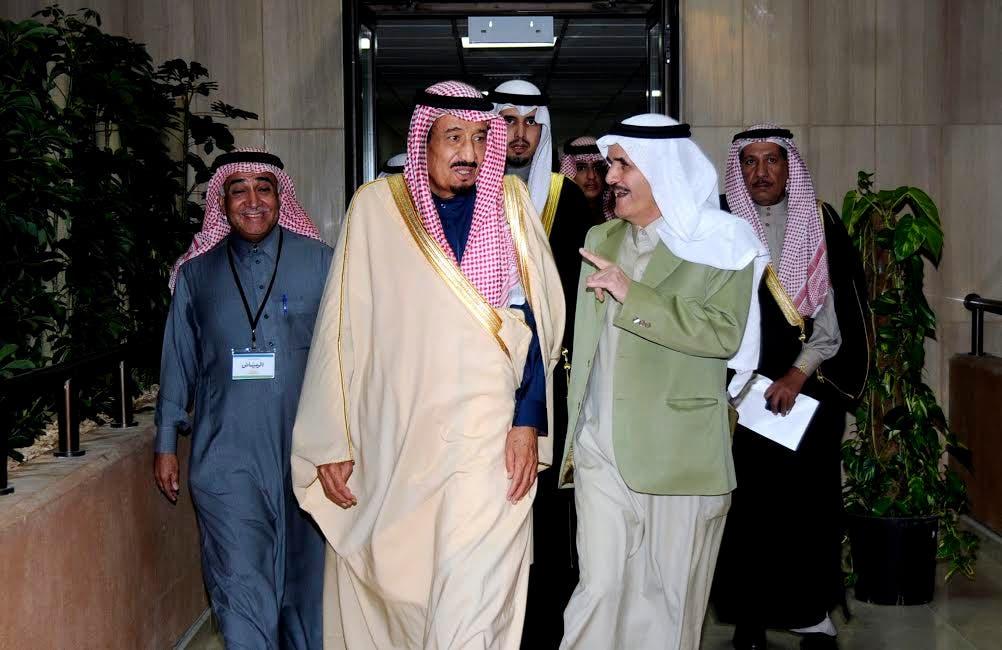 الملك سلمان أثناء زيارة سابقة لمؤسسة اليمامة حينما كان أميرا للرياض