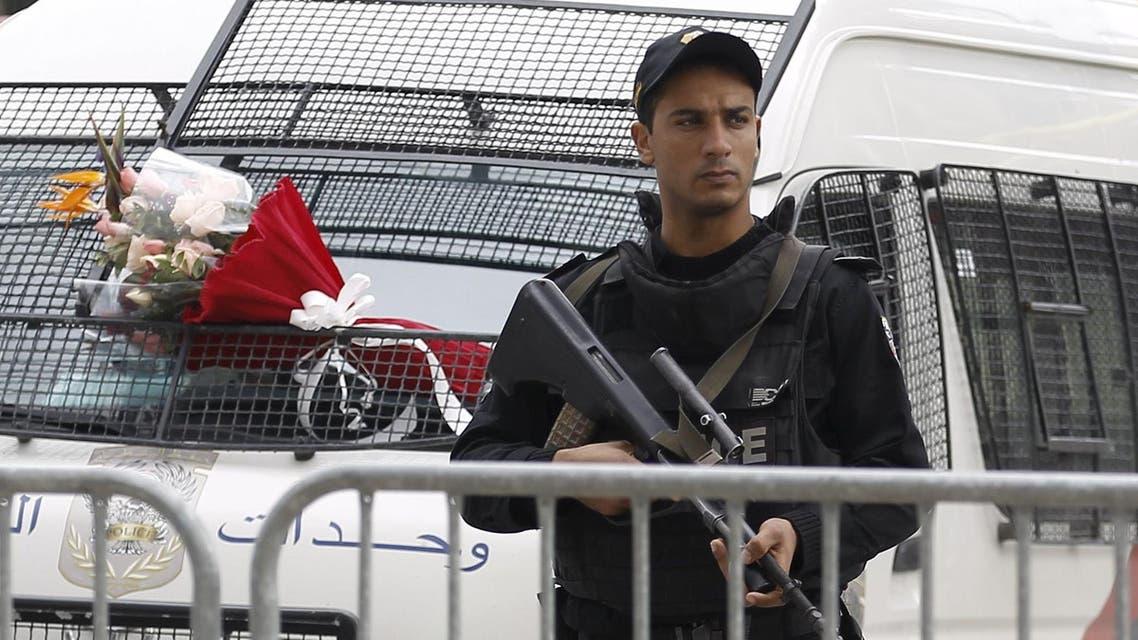 A Tunisian policeman stands guard near the scene of a suicide bomb attack in Tunis, Tunisia November 25, 2015. (AP)