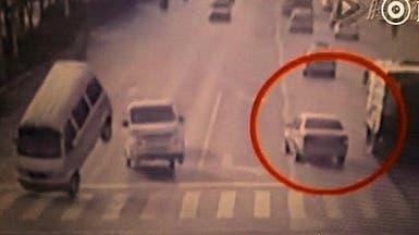لغز حادث غريب ظهر في فيديو وعجز عن تفسيره الملايين