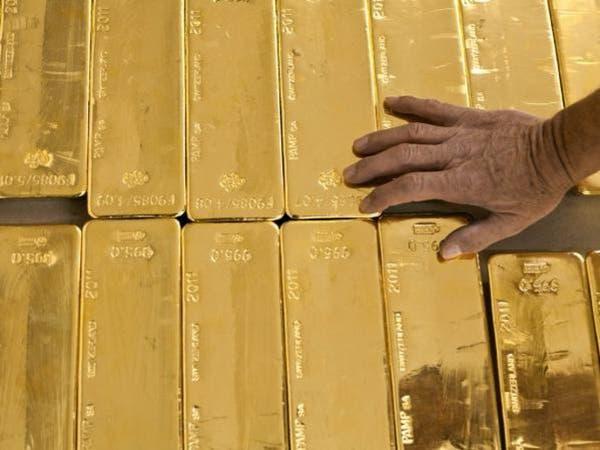 صعود الأسهم والدولار يهبط بالذهب ويكبده خسائر