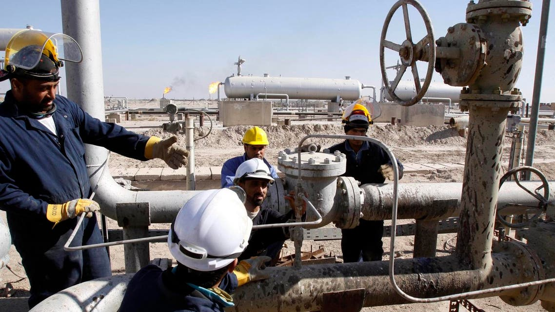 Oil workers seen at the West Qurna field in the Basra region, 550 kilometers (340 miles) southeast of Baghdad, Iraq, Sunday Nov. 28, 2010. (File photo: AP)