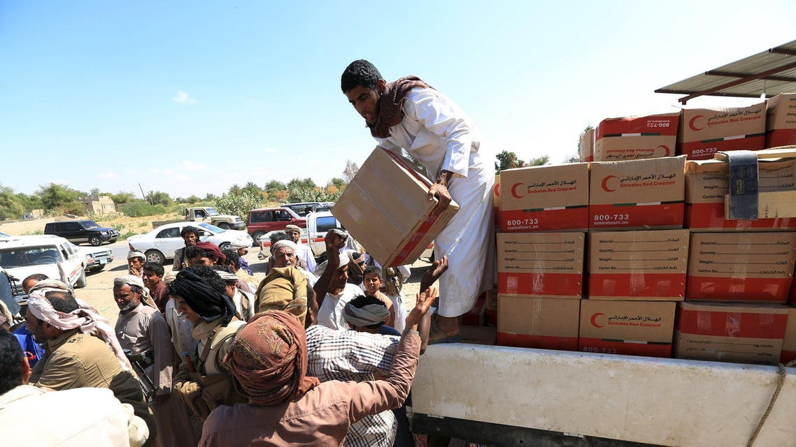 Aid provided by the UAE Red Crescent is distributed in Yemen's northern province of Marib November 26, 2015. REUTERS/Ali Owidha