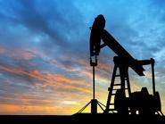 النفط يتخلى عن مكاسبه ويحوم حول أقل مستوى في 11 عاماً
