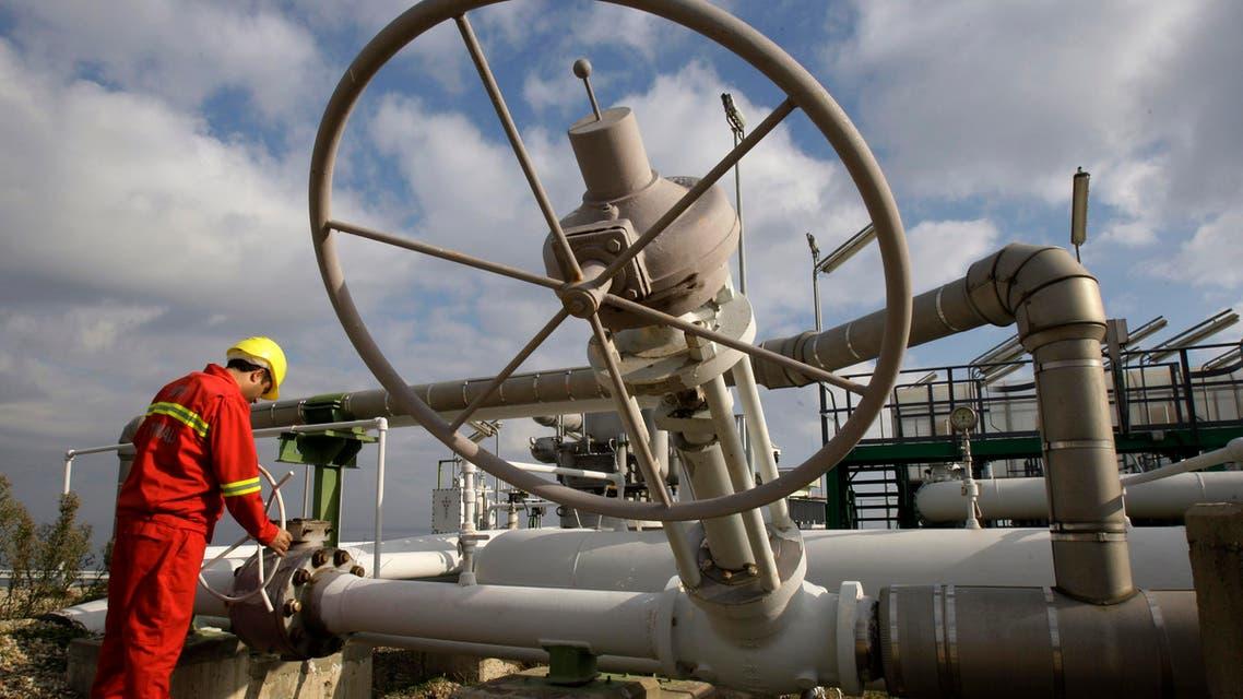 A worker checks valves at the BOTAS liquefied natural gas, LNG, import terminal in Marmara Ereglisi, near the city of Tekirdag, western Turkey, Thursday, Jan. 8, 2009.  (AP)