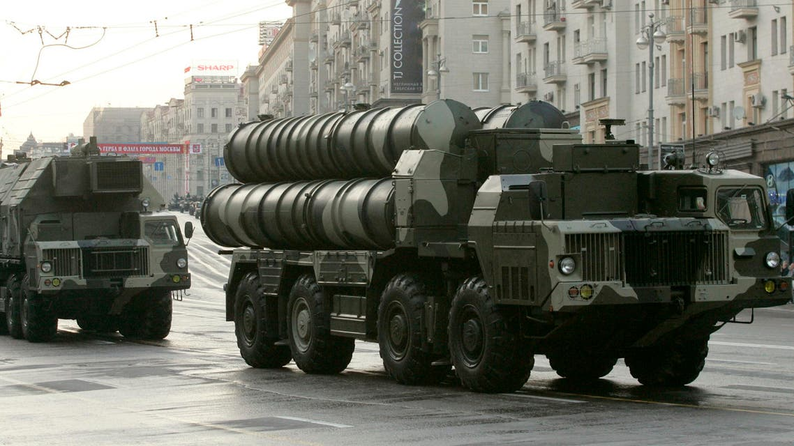 Russian S-300 anti-missile rocket system move along a central street during a rehearsal for a military parade in Moscow May 4, 2009. (Reuters)