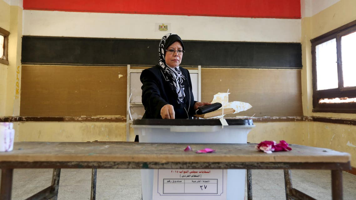 A woman casts her vote at a school used as a polling station during the second phase of the parliamentary election runoff at the Shubra area of Cairo, Egypt, December 1, 2015. REUTERS