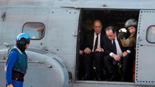 Hollande visits aircraft carrier off Syrian coast