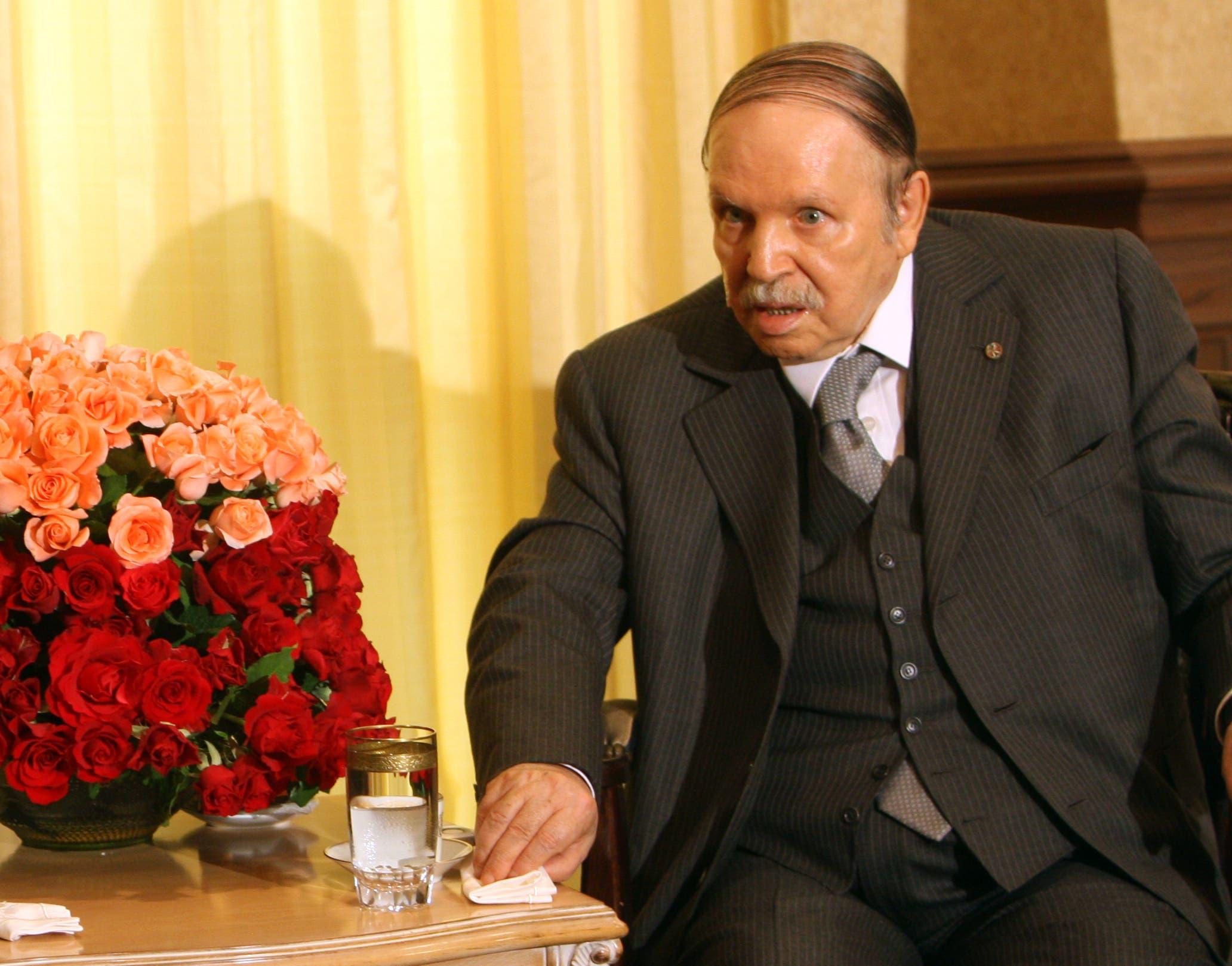 المعارضة تطالب بإعلان شغور منصب الرئيس