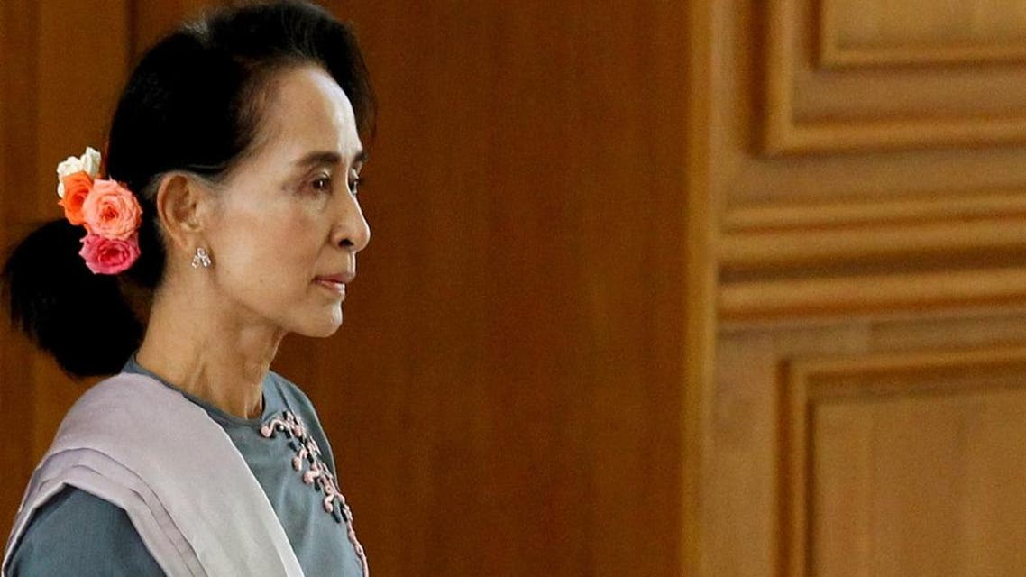 National League for Democracy (NLD) party leader Aung San Suu Kyi arrives for Myanmar's first parliament meeting after the November 8 general elections, at the Lower House of Parliament in Naypyitaw November 16, 2015. REUTERS/Soe Zeya Tun