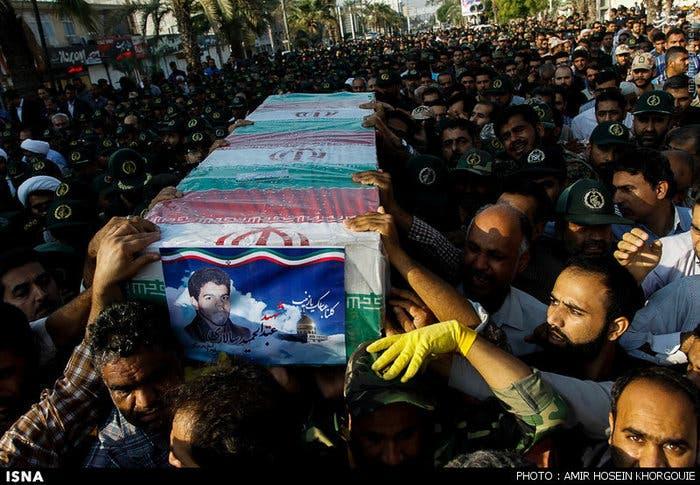 تشييع أحد القتلى في إيران