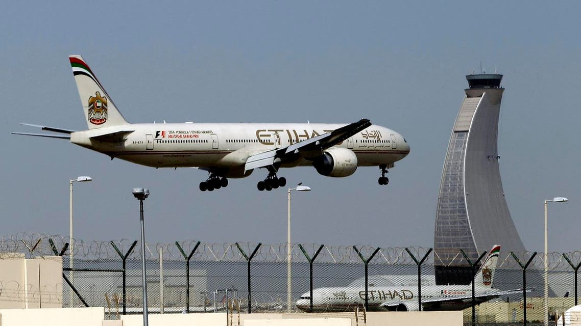 An Etihad Airways plane prepares to land at the Abu Dhabi airport in the United Arab Emirates. (File photo: AP)