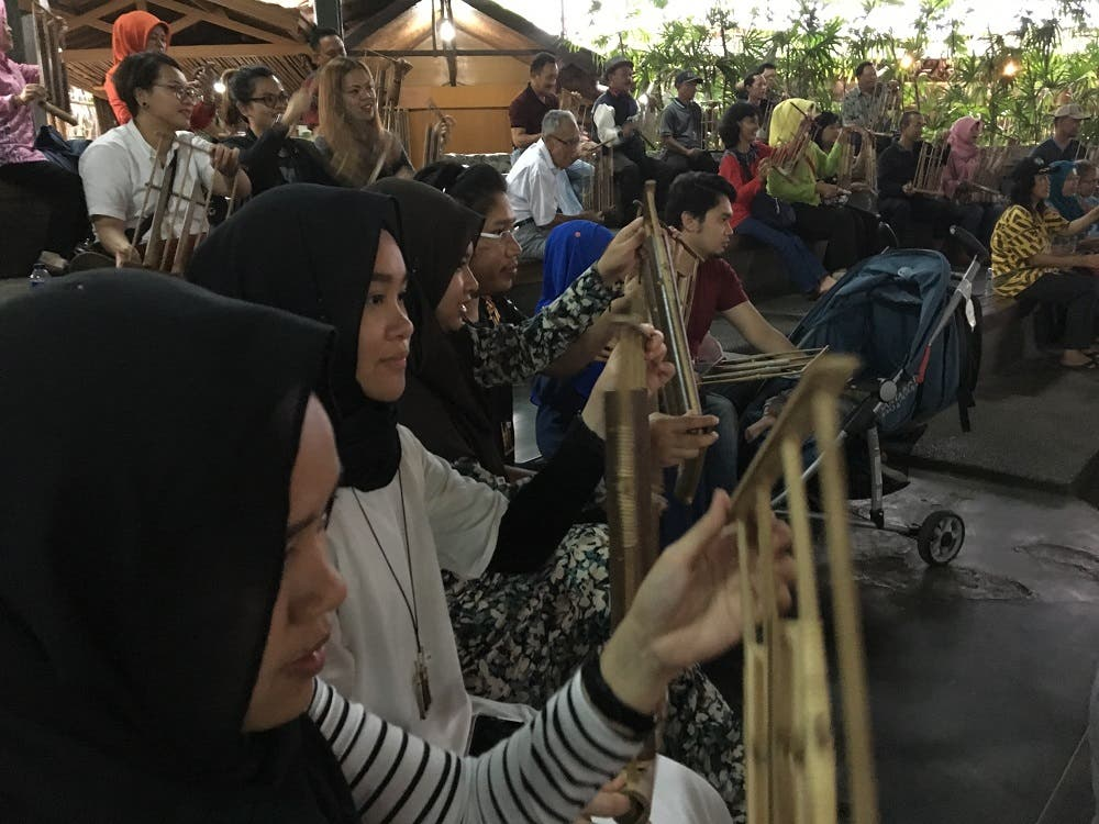 Tourists learning how to play the Angklung, a traditional Indonesian instrument. (Photo courtesy of Indonesian Minsitry of Tourism)