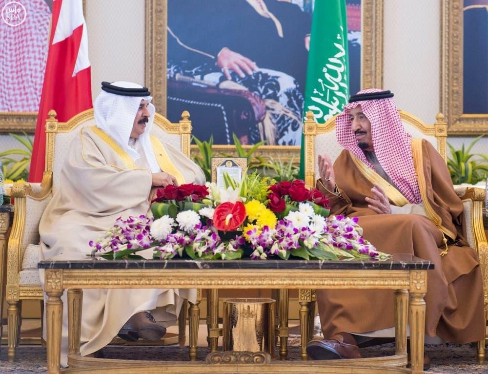 Saudi King Salman bin Abdulaziz meets with Bahrain's King Hamad bin Isa al-Khalifa (SPA)