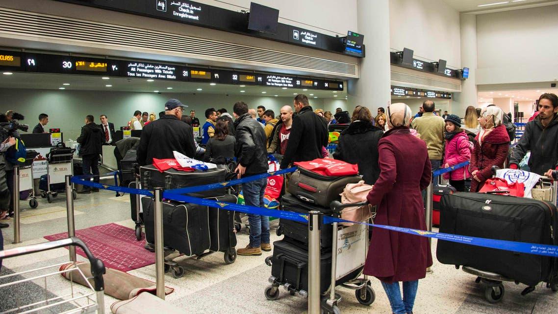 لاجئون سوريون ينهون إجراءات سفرهم إلى كندا في مطار بيروت 3