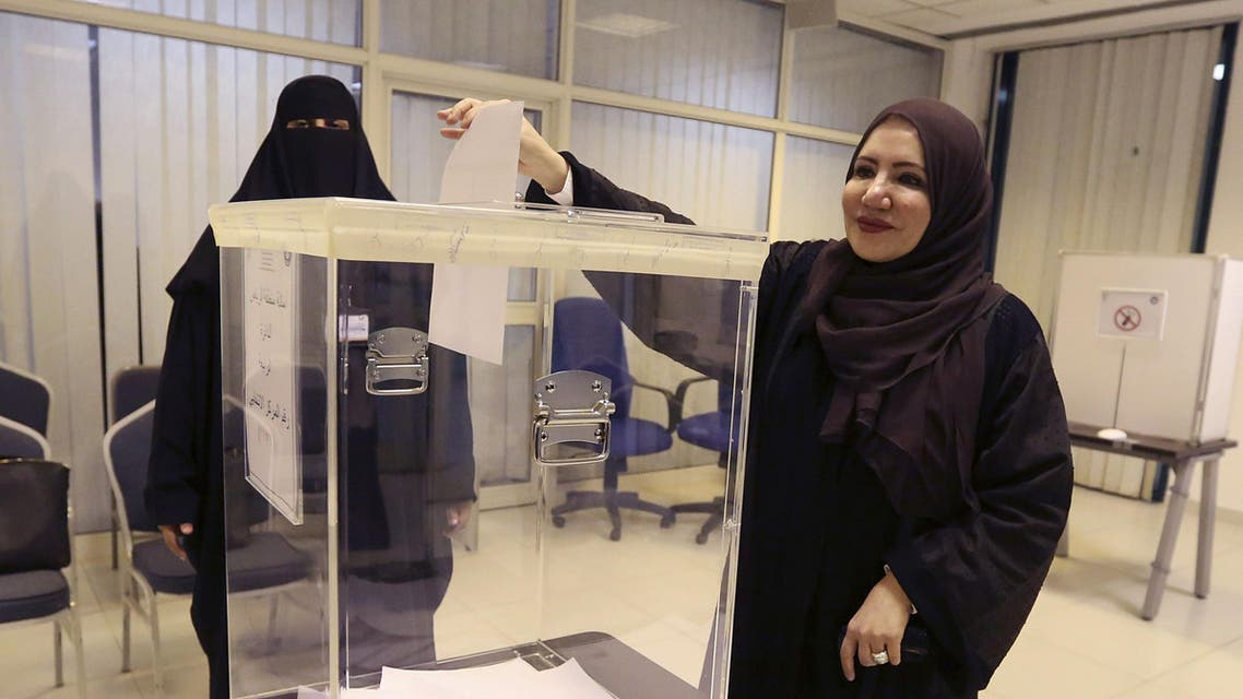 Saudi women vote at a polling center during the country's municipal elections in Riyadh, Saudi Arabia, Saturday, Dec. 12, 2015.  (AP)