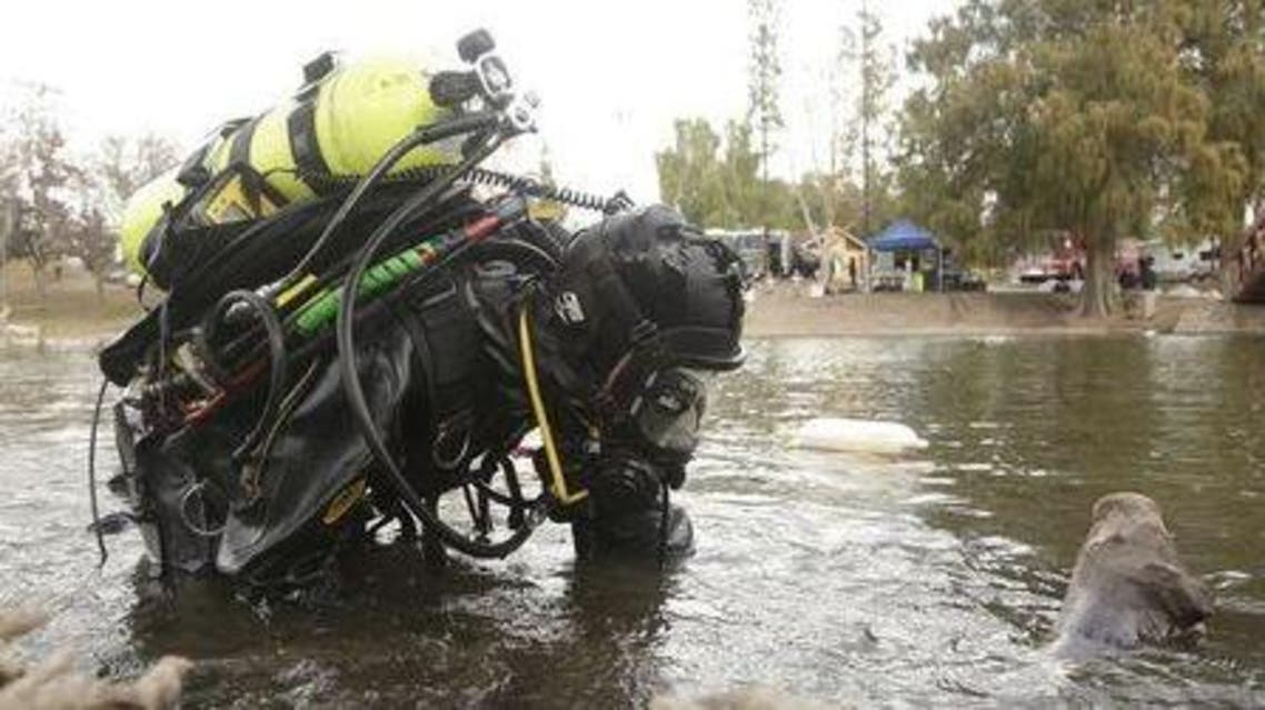 An FBI diver searches the water at Seccombe Lake Park after a shooting earlier this month in San Bernardino, California December 11, 2015. (Reuters)