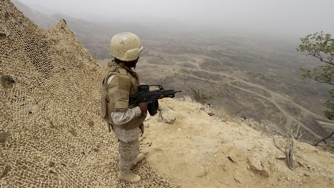 A Saudi soldier takes up a position at the Saudi border with Yemen April 13, 2015. REUTERS/Faisal Al Nasser