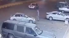 كاميرا توثق سرقة سيارة بداخلها امرأة في تبوك