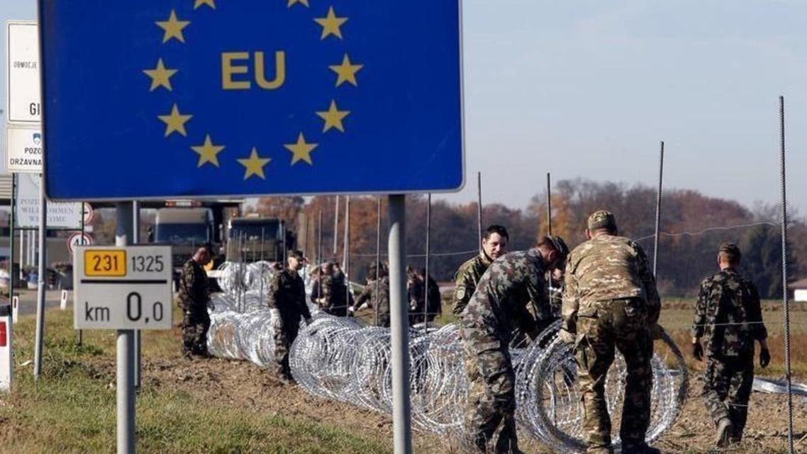 Slovenian soldiers set up wire barriers in the village Gibina, Slovenia, November 11, 2015.