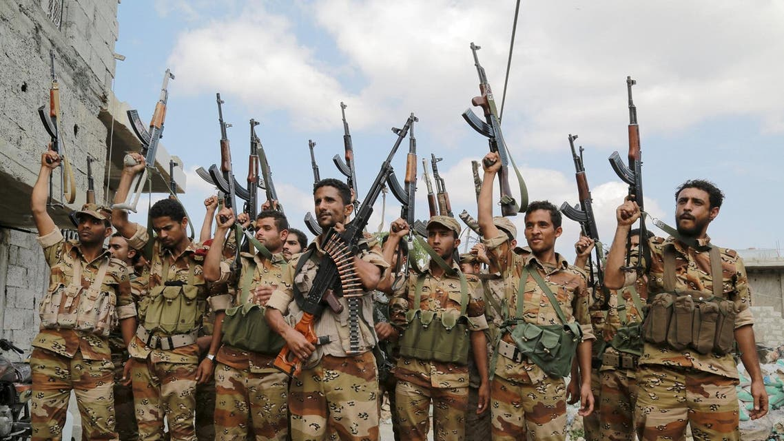Soldiers loyal to Yemen's government raise their weapons following a training exercise in the country's southwestern city of Taiz. (File photo: Reuters)