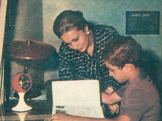 صورة لسوزان  مع ابنها جمال