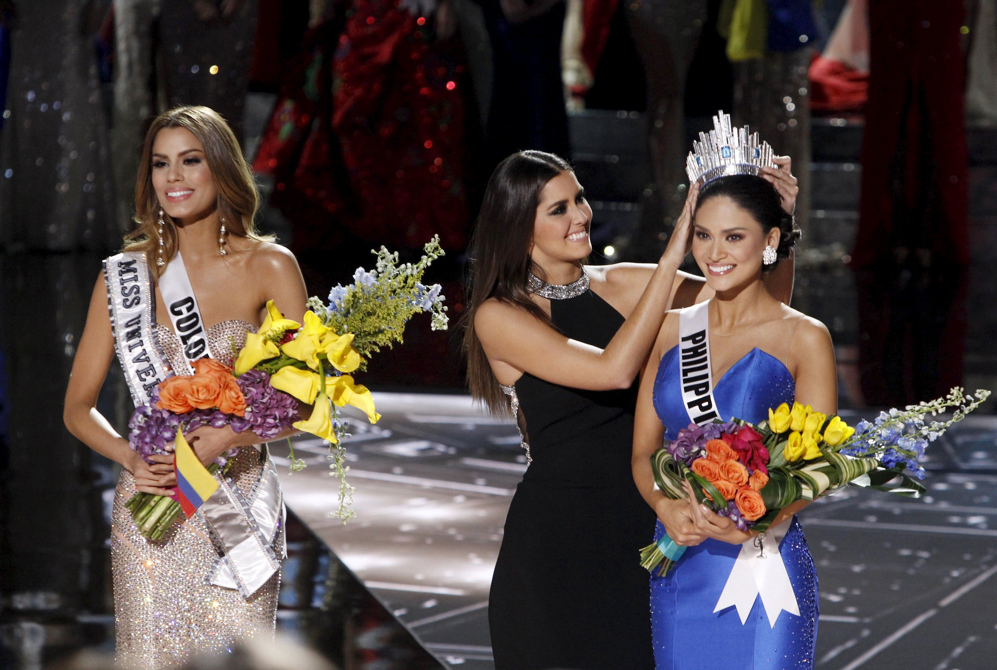 Miss Philippines Wurtzbach waits with Miss Colombia Gutierrez onstage after Miss Colombia was initially crowned Miss Universe 2015 in Las Vegas. (Reuters)