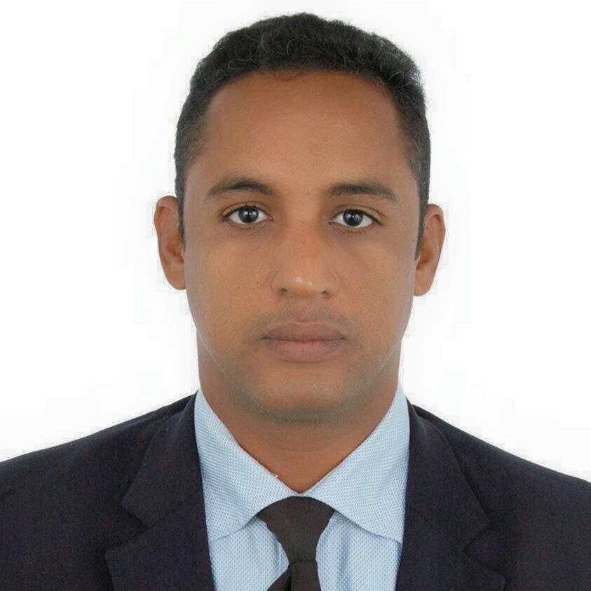 الصحفي احمد ولد الطالب الذي نجا في الحادث