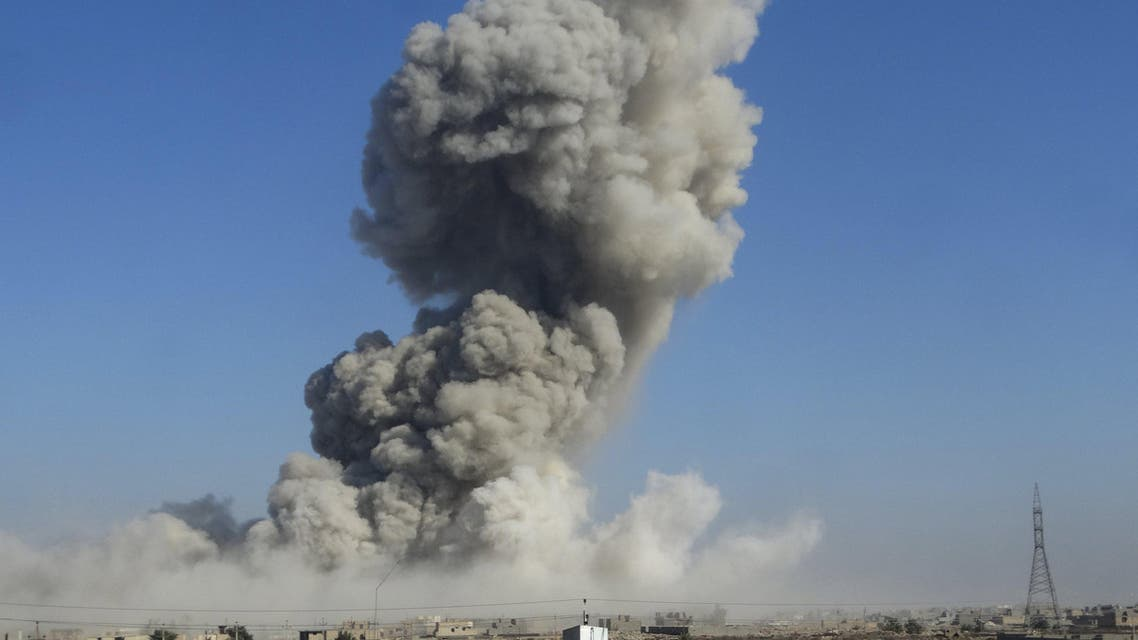 Smoke rises during an air strike in Ramadi city, December 25, 2015. (Reuters)