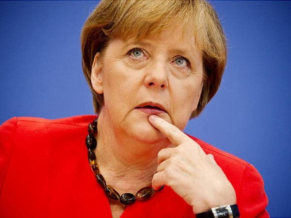 ارتعاشات ميركل تثير قلقاً ألمانياً.. هل تسافر كثيرا؟