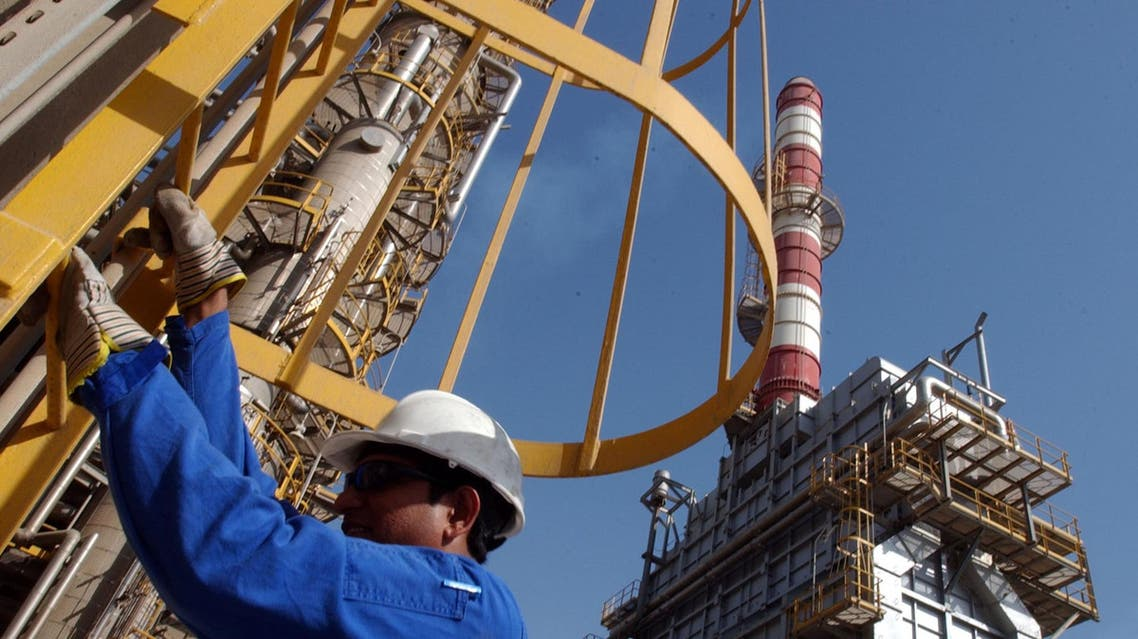 An oil technician climbs down a tower at a refinery in Jebel Ali about 30 kms south of Dubai in United Arab Emirates in this file photo taken in March 2004. ap
