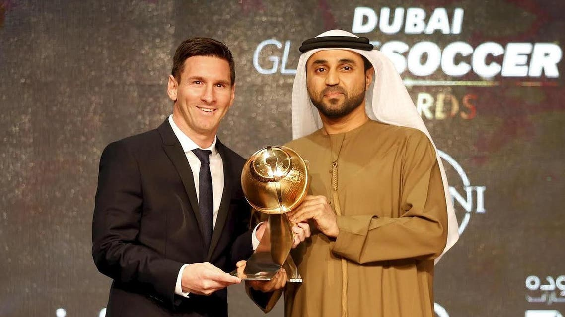 """Barcelona's soccer player Lionel Messi (L) receives the """"Best Player of the Year"""" award during the Globe Soccer Awards Ceremony at Dubai International Sports Conference, in Dubai December 27, 2015. (Reuters)"""