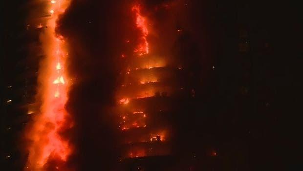حريق هائل في أحد فنادق دبي