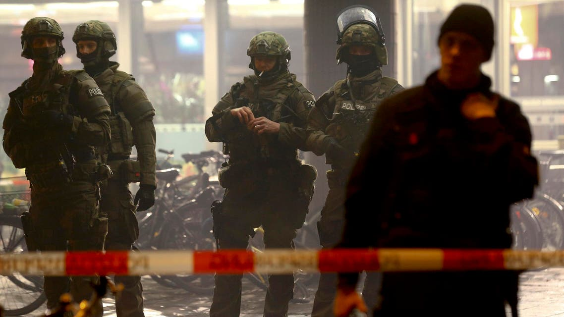 German police secure the main train station in Munich January 1, 2016. reuters